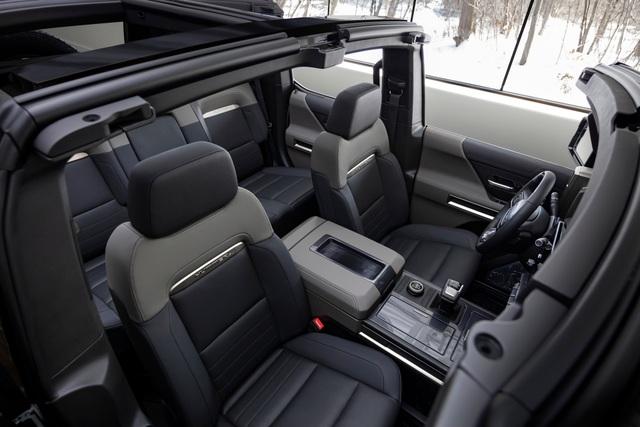 Hummer EV SUV mỗi lần sạc điện chạy được gần 500km - 17
