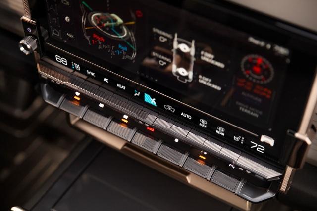 Hummer EV SUV mỗi lần sạc điện chạy được gần 500km - 22