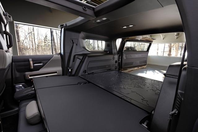 Hummer EV SUV mỗi lần sạc điện chạy được gần 500km - 18