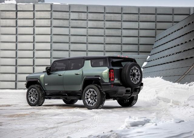 Hummer EV SUV mỗi lần sạc điện chạy được gần 500km - 35