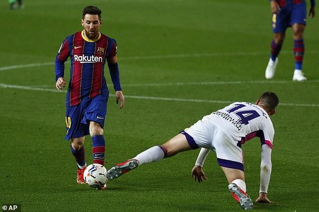 Thắng nghẹt thở, Barcelona vượt qua Real Madrid và kém Atletico 1 điểm - 1