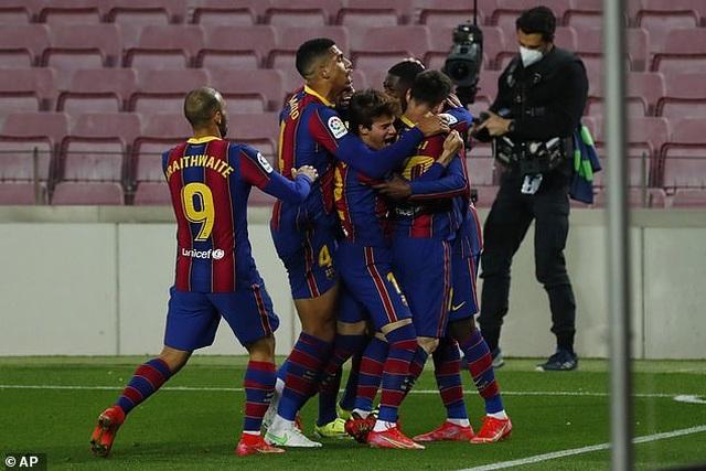 Thắng nghẹt thở, Barcelona vượt qua Real Madrid và kém Atletico 1 điểm - 6