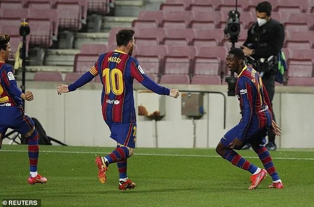 Thắng nghẹt thở, Barcelona vượt qua Real Madrid và kém Atletico 1 điểm - 5