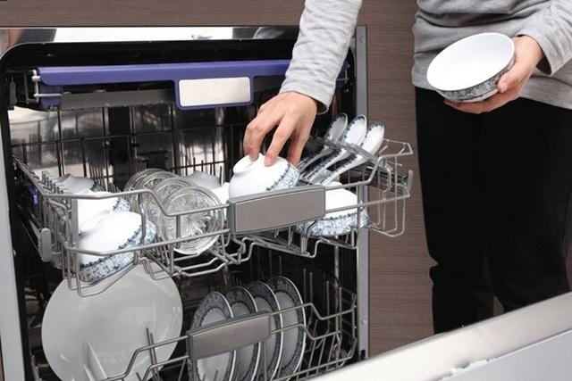Bỏ ra bạc triệu mua máy rửa bát, người dùng ngao ngán với vệt loang bất trị - 6