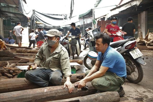 Ghé chợ củi khô xem người bán kiếm trăm triệu đồng mỗi năm - 2