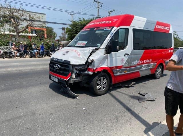 Xe máy chạy ngược chiều cắm đầu vào xe khách, 2 người tử vong tại chỗ - 3