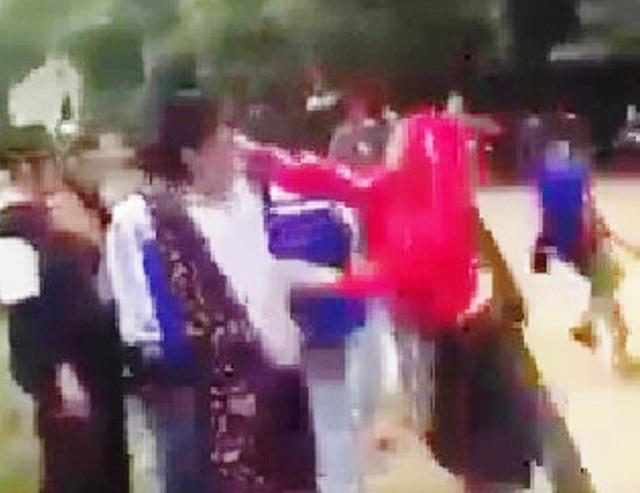 Lại thêm vụ nữ sinh bị đánh túi bụi vì mâu thuẫn trên mạng xã hội - 1