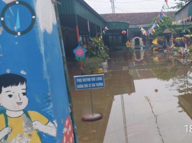 Xã lấy nước vào ruộng, 350 học sinh mầm non phải nghỉ học vì trường ngập - 2