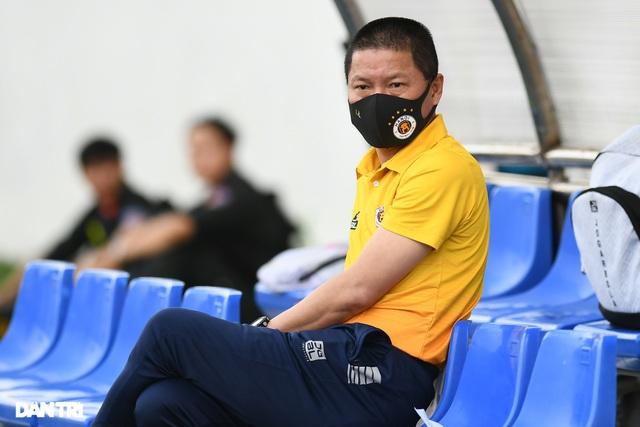 Guồng quay trảm tướng ở V-League đang tăng tốc - 2