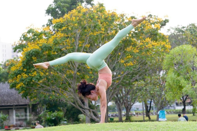 Hành trình nỗ lực của cô gái bị liệt nửa người thành HLV Yoga ở Hà Nội - 5