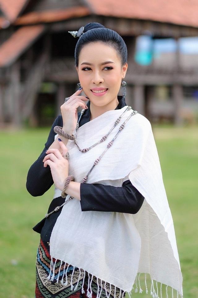 Nhan sắc hoa hậu Lào vừa trả lại vương miện vì nghi án khai gian tuổi - 5