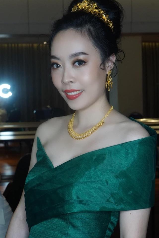 Nhan sắc hoa hậu Lào vừa trả lại vương miện vì nghi án khai gian tuổi - 9