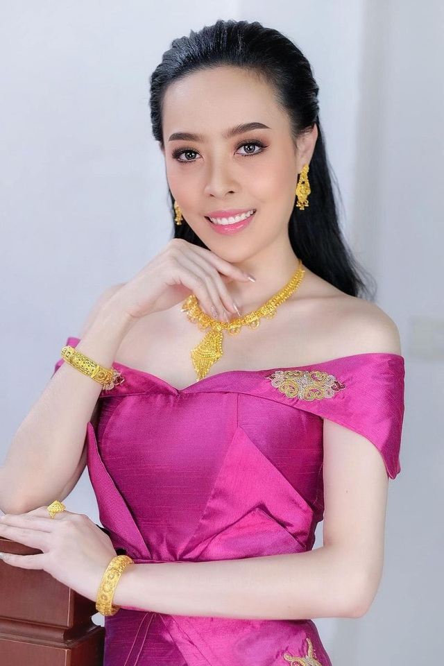 Nhan sắc hoa hậu Lào vừa trả lại vương miện vì nghi án khai gian tuổi - 2