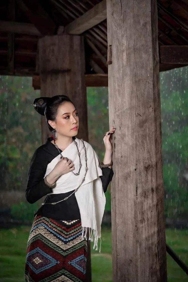 Nhan sắc hoa hậu Lào vừa trả lại vương miện vì nghi án khai gian tuổi - 7