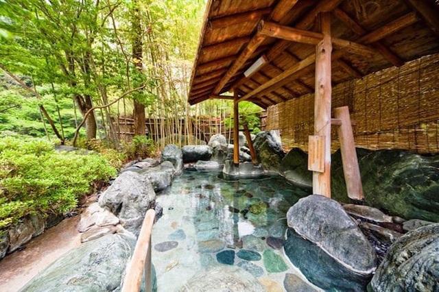 Nghỉ dưỡng tại khách sạn 1.300 năm tuổi ở Nhật Bản - 2