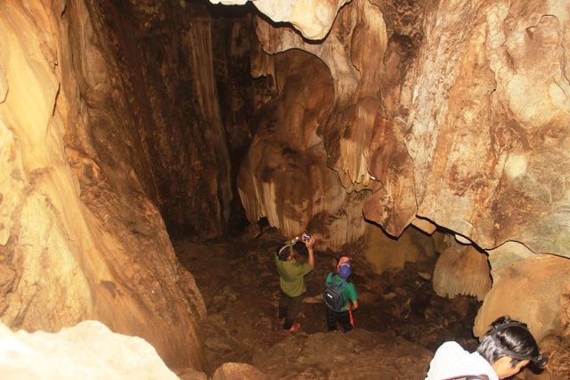 Khám phá hang động tuyệt đẹp ẩn sâu hàng chục năm giữa rừng Quảng Trị - 1