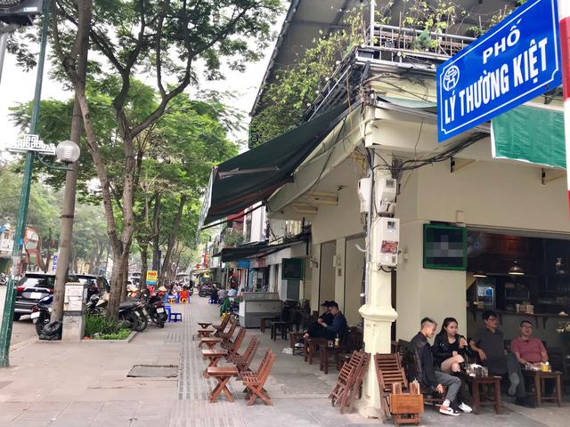 Những con phố quanh năm thơm mùi cà phê ở Hà Nội - 3