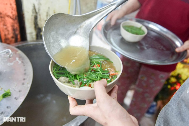 Selling Nam Bo vermicelli, frank noodles, the owner buys land, buys a house in Hanoi old town - 3