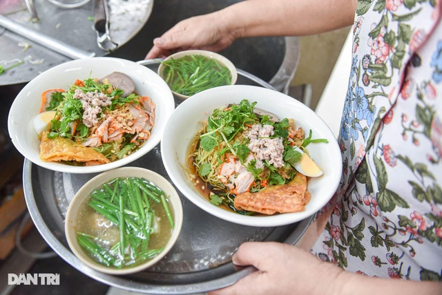 Selling Nam Bo vermicelli, frank noodles, the owner buys land, buys a house in Hanoi old town - 5