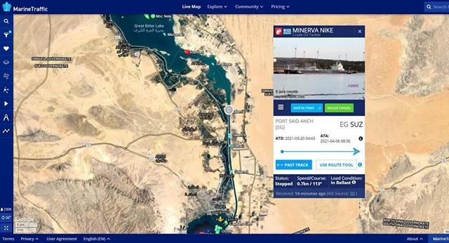 Một tàu dầu lại mắc cạn, kênh đào Suez ùn tắc cục bộ - 1