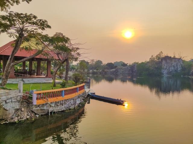 Vịnh Hạ Long thu nhỏ đẹp như tiên cảnh ở An Giang - 4