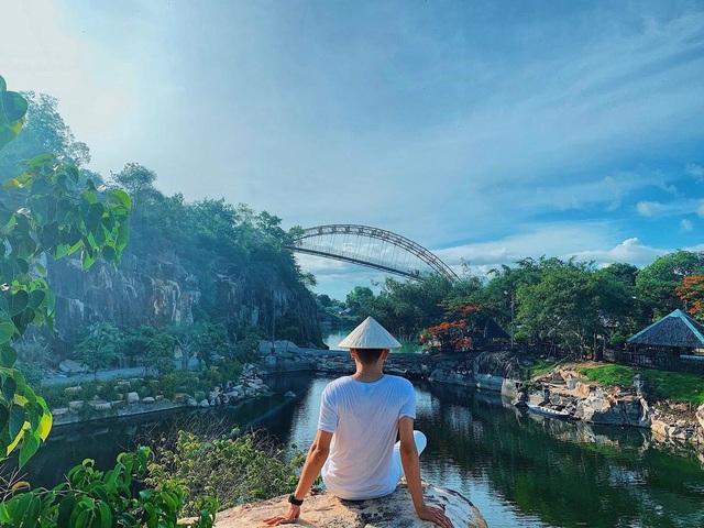 Vịnh Hạ Long thu nhỏ đẹp như tiên cảnh ở An Giang - 7