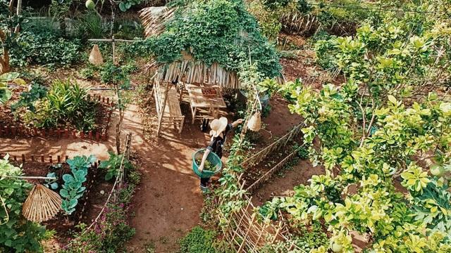 Cô gái bỏ phố về quê làm khu vườn 500m2 tràn ngập rau trái ở Bến Tre - 13