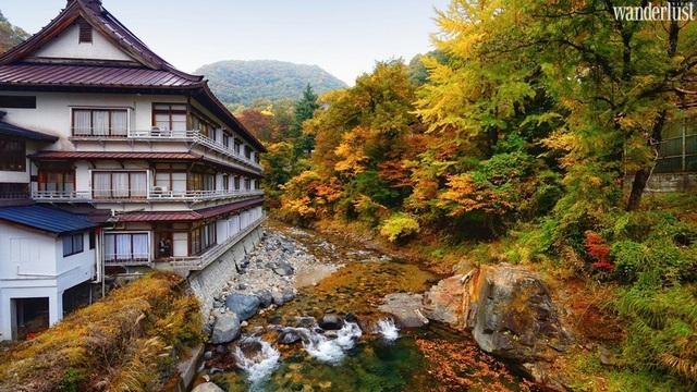 Nghỉ dưỡng tại khách sạn 1.300 năm tuổi ở Nhật Bản - 1