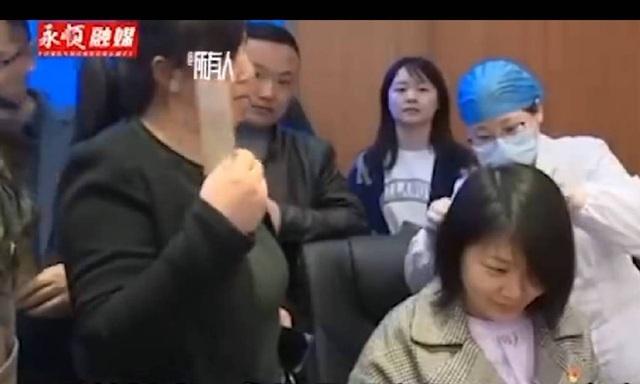 Bí mật trong mẫu tóc khiến 6 công chức Trung Quốc mất việc - 1