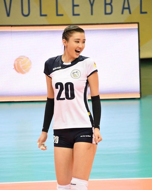 Nữ thần bóng chuyền châu Á bị xa lánh vì... quá xinh đẹp - 2