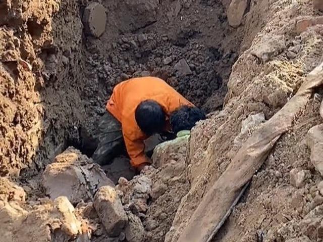 Xác minh thông tin người đàn ông dưới lòng đất khi đào đường Tố Hữu - 1