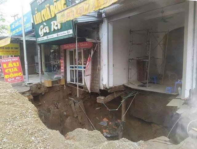 Cận cảnh hố tử thần sâu 5m nuốt nhà dân ở Hà Nội - 6