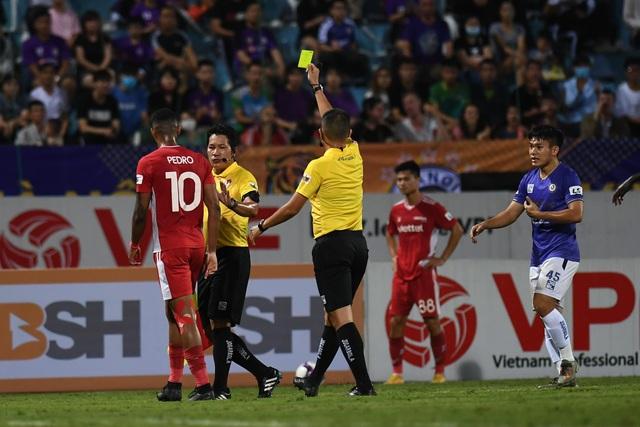 CLB Hà Nội 0-1 CLB Viettel: Trọng Hoàng ghi bàn, Quang Hải kém duyên - 17