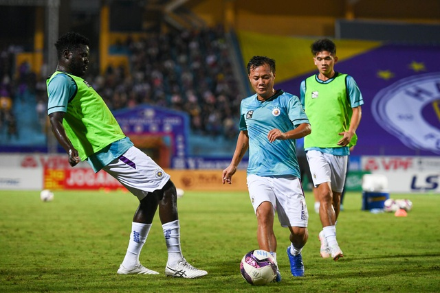 CLB Hà Nội 0-1 CLB Viettel: Trọng Hoàng ghi bàn, Quang Hải kém duyên - 25