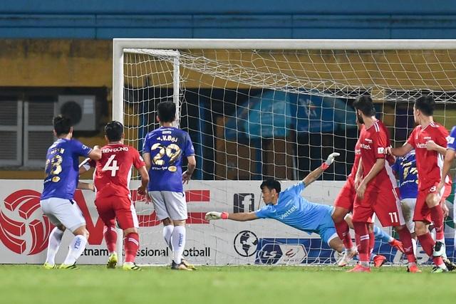 CLB Hà Nội 0-1 CLB Viettel: Trọng Hoàng ghi bàn, Quang Hải kém duyên - 21