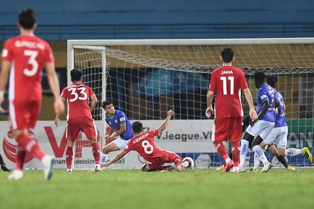 CLB Hà Nội 0-1 CLB Viettel: Trọng Hoàng ghi bàn, Quang Hải kém duyên - 7