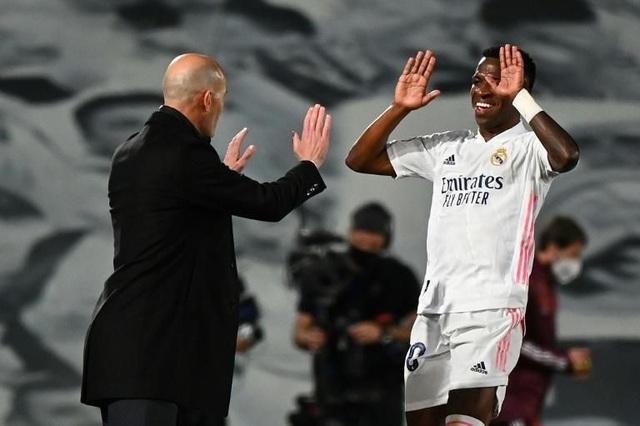 Real Madrid hủy diệt Liverpool: Quái kiệt Zidane điểm huyệt Klopp - 3