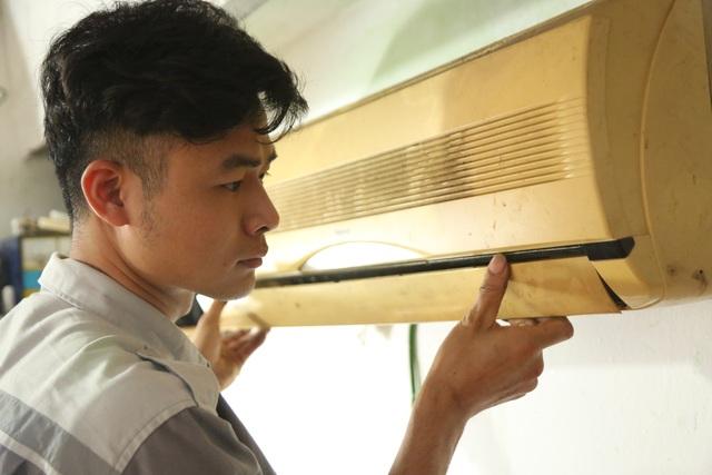 Giáp hè, nghề kiếm cơm treo vách tường lại tất bật tại Hà Nội - 2