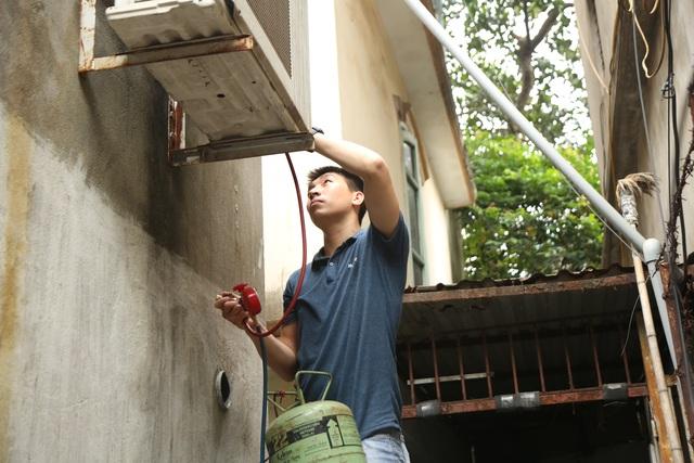 Giáp hè, nghề kiếm cơm treo vách tường lại tất bật tại Hà Nội - 1