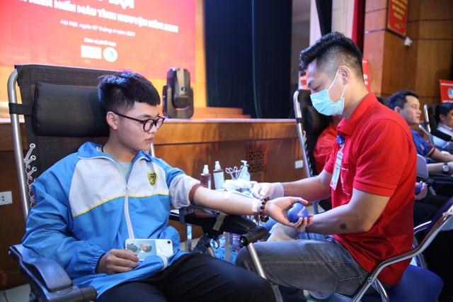 1.000 người tham gia ngày hội thanh niên hiến máu tại ĐH Giao thông vận tải - 1