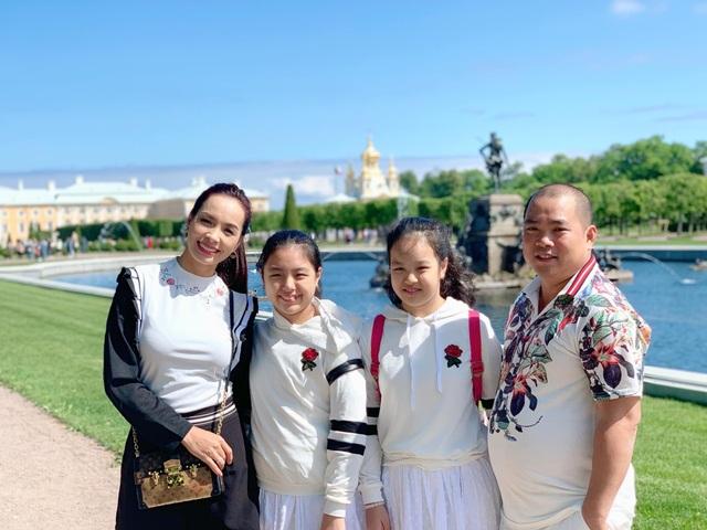 Cựu siêu mẫu Thúy Hạnh đăng ảnh chồng đen thui khiến dân mạng cười xỉu - 9