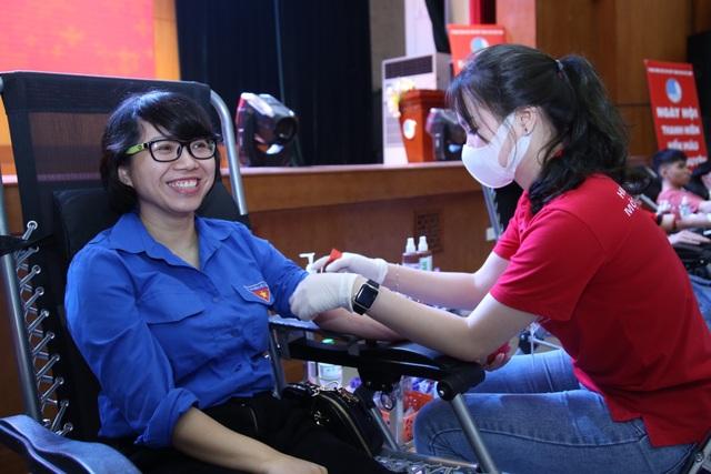 1.000 người tham gia ngày hội thanh niên hiến máu tại ĐH Giao thông vận tải - 3