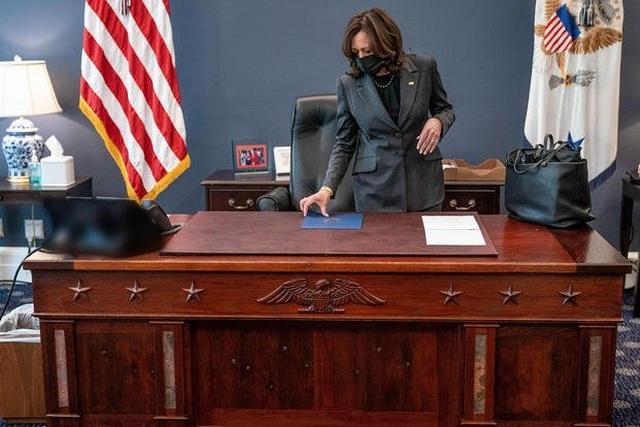 Bàn làm việc đặc biệt của Phó tổng thống Mỹ trong Nhà Trắng - 1