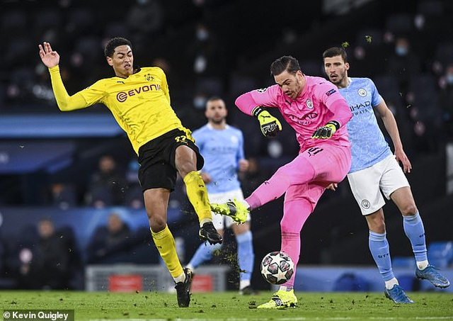 Tranh cãi sao trẻ tuyển Anh mất oan bàn thắng trước Man City - 1