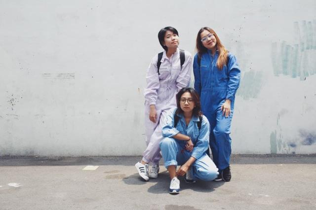 Bỏ việc lương cao, ba cô gái Việt mở thương hiệu thời trang từ… bạt bỏ đi - 1