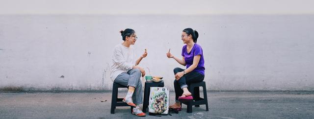 Bỏ việc lương cao, ba cô gái Việt mở thương hiệu thời trang từ… bạt bỏ đi - 4