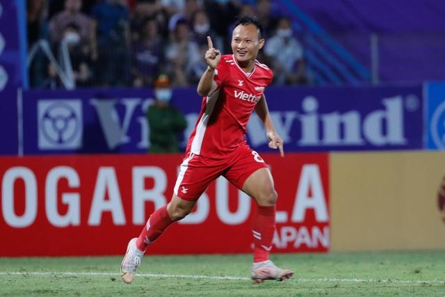 CLB Hà Nội 0-1 CLB Viettel: Trọng Hoàng ghi bàn, Quang Hải kém duyên - 22