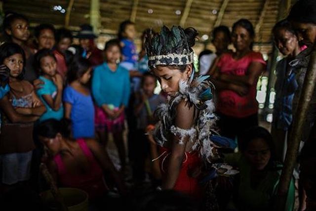 Kỳ lạ bộ tộc cách ly trẻ em gái 1 năm trước ngưỡng trưởng thành - 3