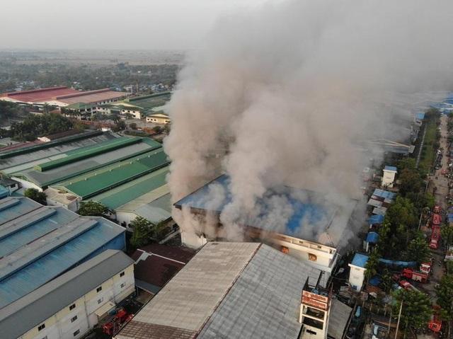 Súng lại nổ ở Myanmar, thêm nhà máy Trung Quốc bị phóng hỏa - 2