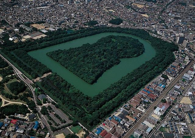 Thăm khu lăng mộ của Thiên hoàng thần thoại Nhật Bản - 2